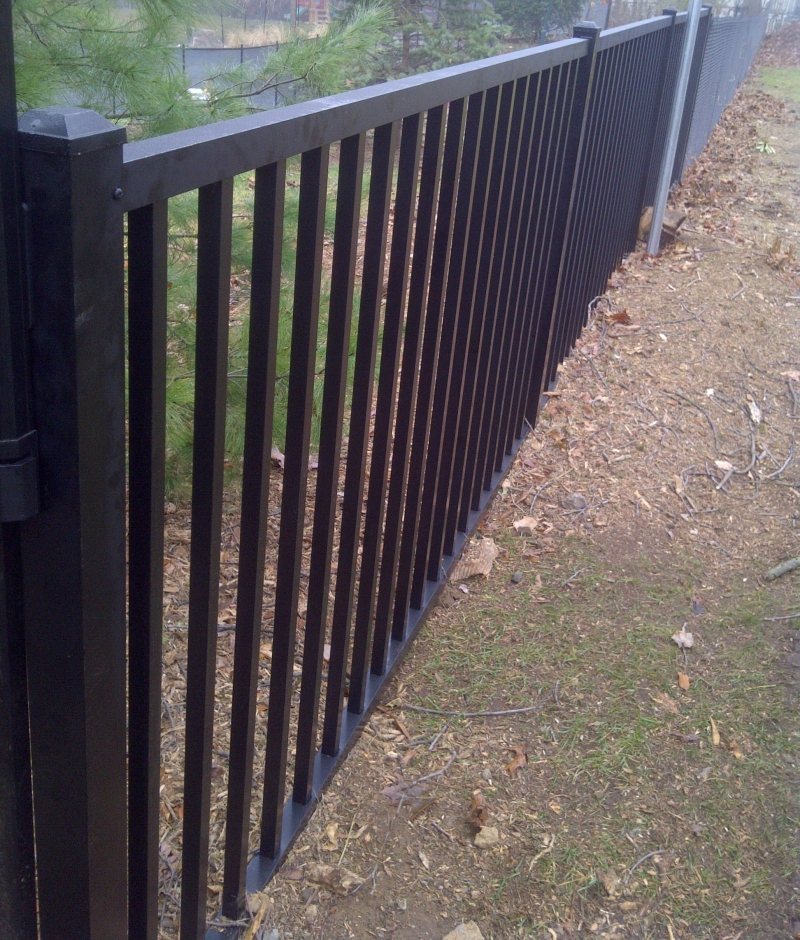 Metal fences aluminum - Aluminum vs steel fencing ...